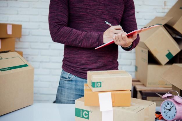Sản xuất bao bì carton ở Bình Dương kiểm tra hàng